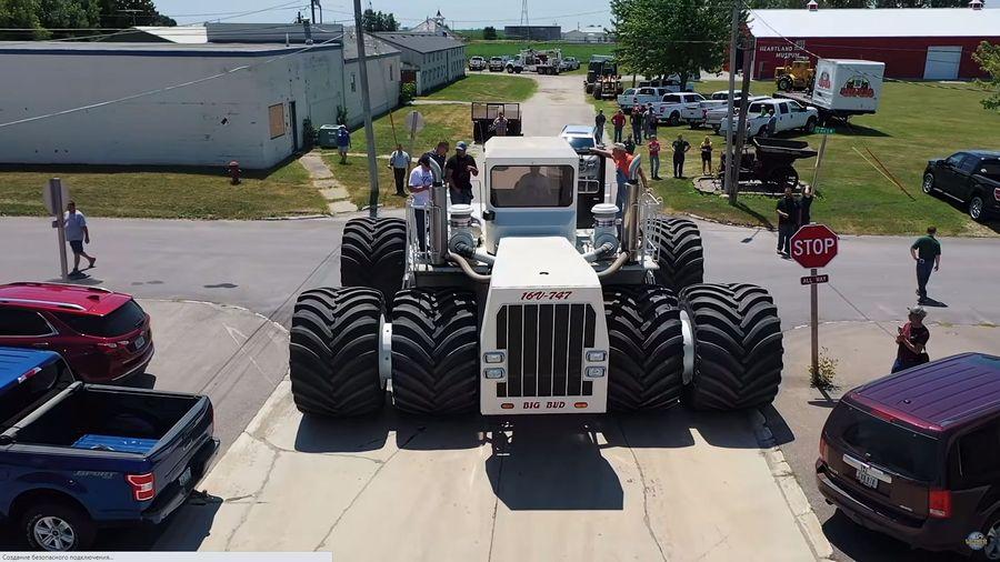 Посмотрите на шиномонтаж для самого большого трактора в мире
