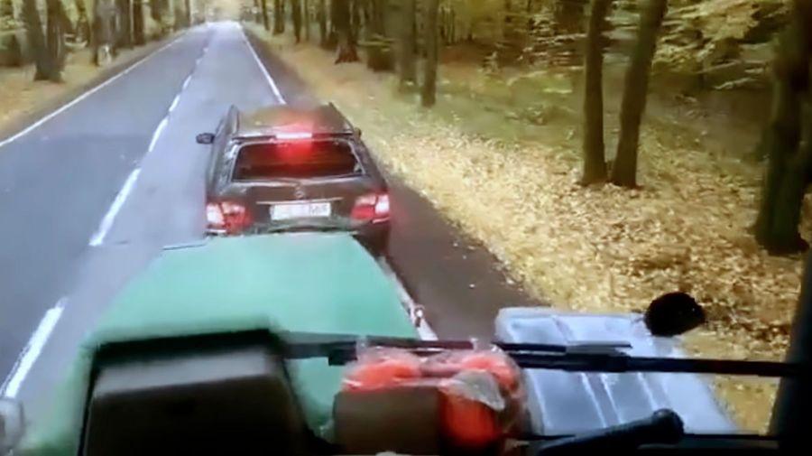 Водитель Mercedes-Benz решил проучить трактор, но облажался