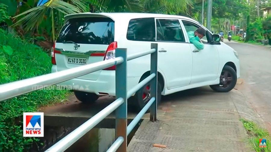 Этот парень из Индии просто Бог параллельной парковки