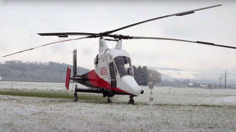 Посмотрите, запуск и взлет необычного вертолета с перекрещивающимися роторами