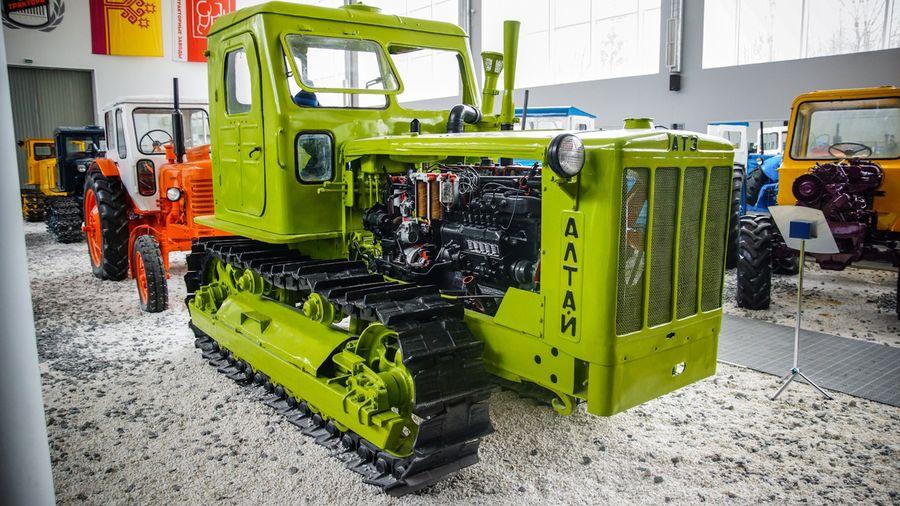 Гусеничный трактор Т-4А, созданный для работы на целинных землях Сибири