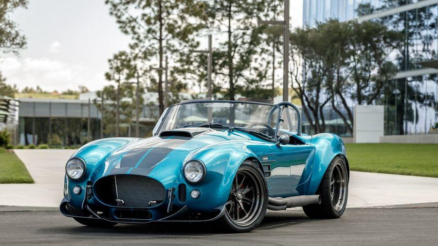 Superformance MKIII-R — это кит-кар в стиле Shelby Cobra с двигателем, который вы выберете сами