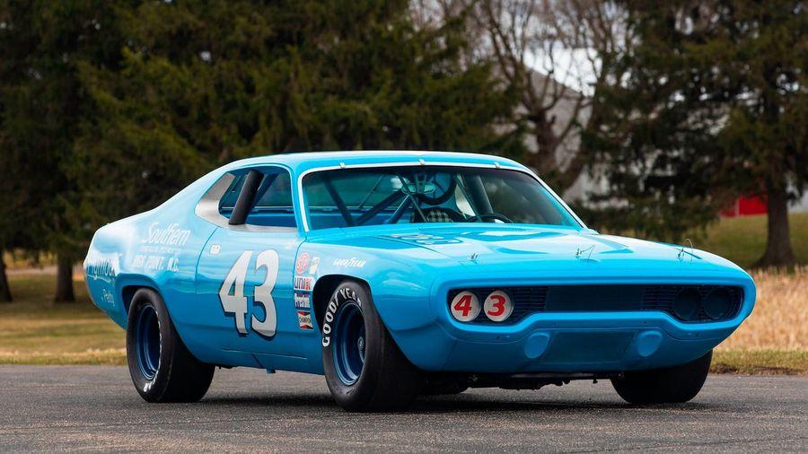 На аукционе продадут чемпионский Plymouth Road Runner 1971 года