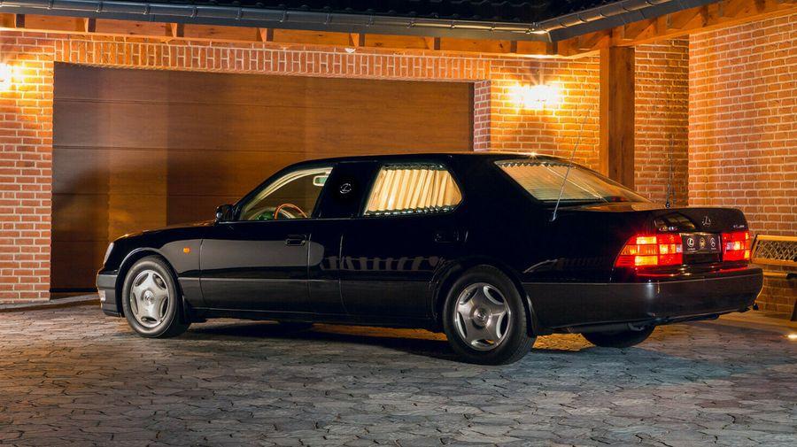 Вы можете стать владельцем лимузина Lexus LS400, на котором ездил настоящий шейх
