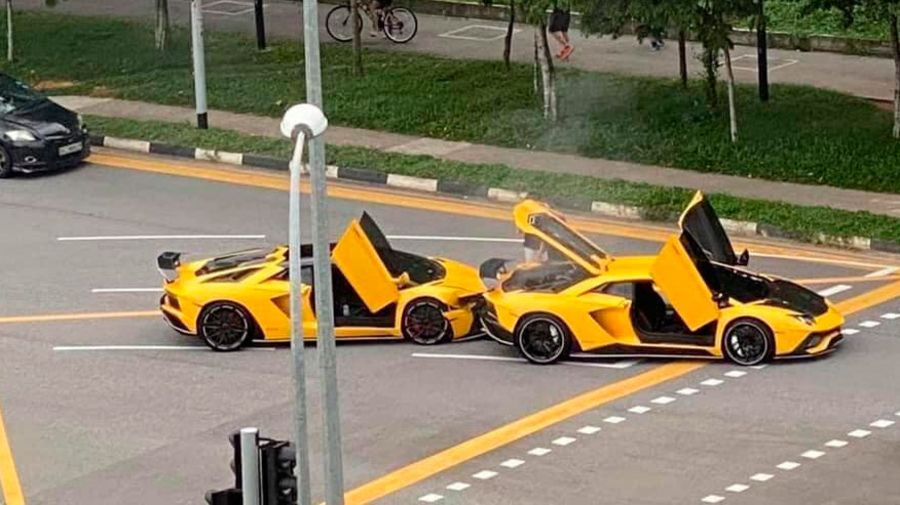 Фейл дня: в Сингапуре столкнулись два совершенно одинаковых Lamborghini Aventador S