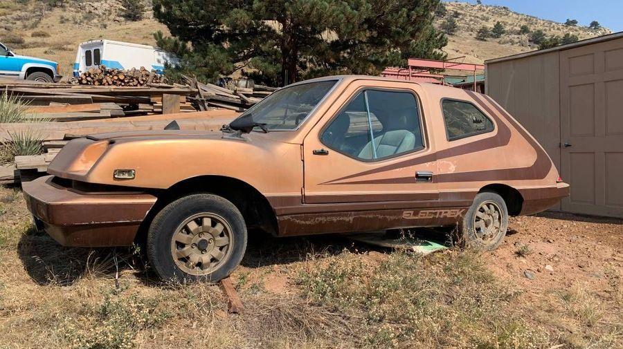 На поле нашли редчайший американский электромобиль Electrek Uncar