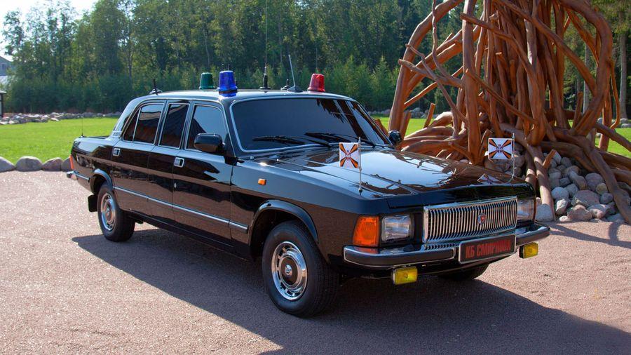 Практически заводской лимузин на базе ГАЗ-3102 «Волга» восстановили в идеальное состояние