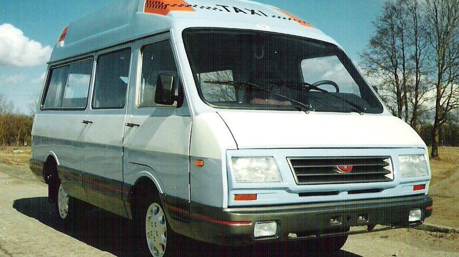Необычный тюнинг микроавтобуса РАФ-2203 конца 90-х годов