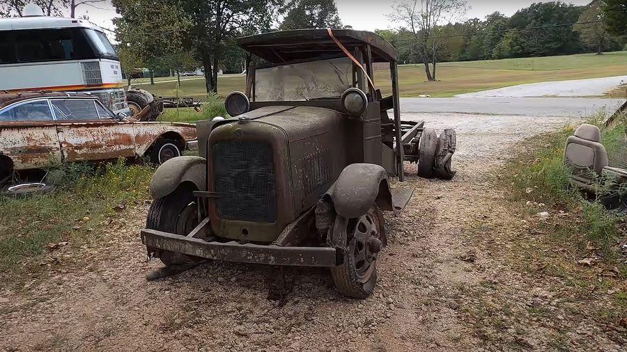 Посмотрите, как грузовик GMC 1929 года выпуска заводят после 80 лет простоя в лесу