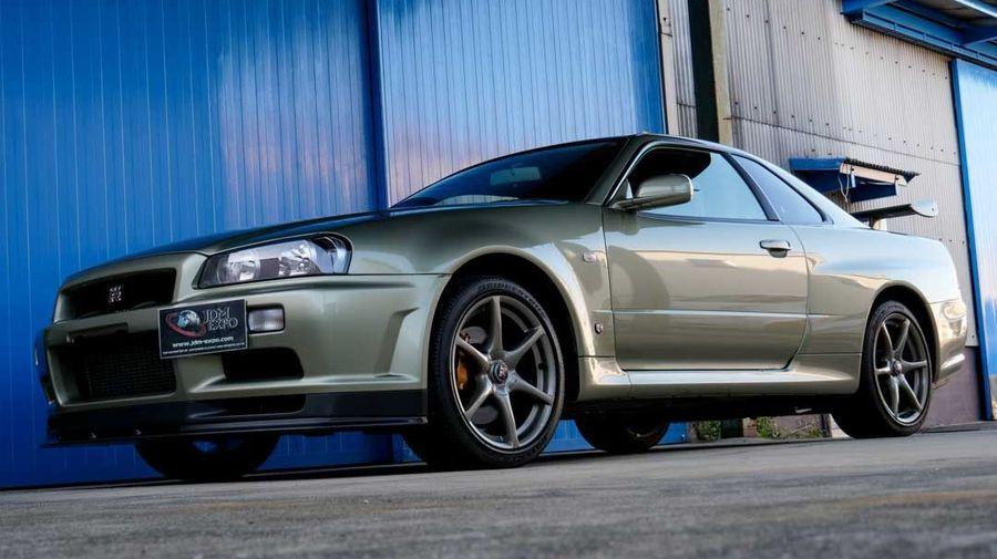 Редкий Nissan Skyline GT-R V-Spec II Nur без пробега продают по цене двух Lamborghini Urus