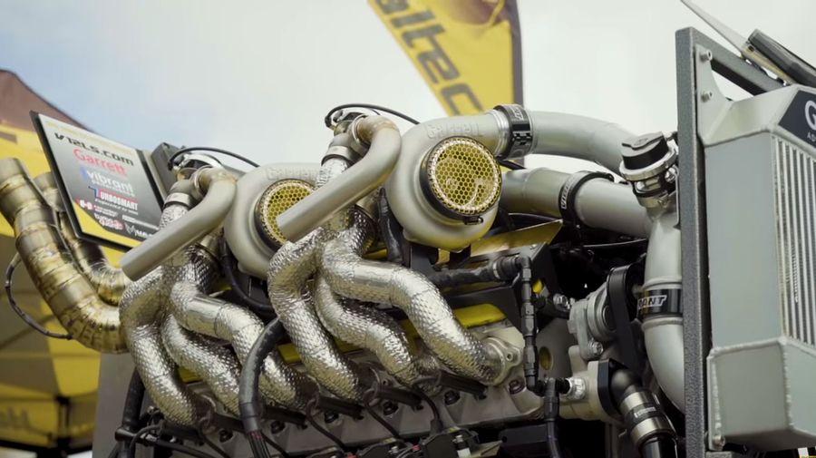 Послушайте, как звучит 9,7-литровый V12 LS с четырьмя турбинами. Это настоящая магия!
