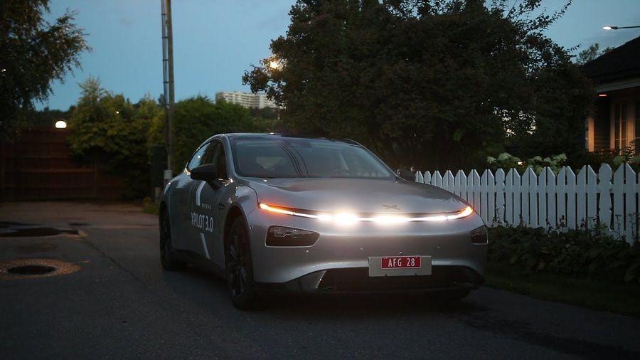 Китайский электромобиль Xpeng P7 сможет исполнить крутое световое шоу под музыку