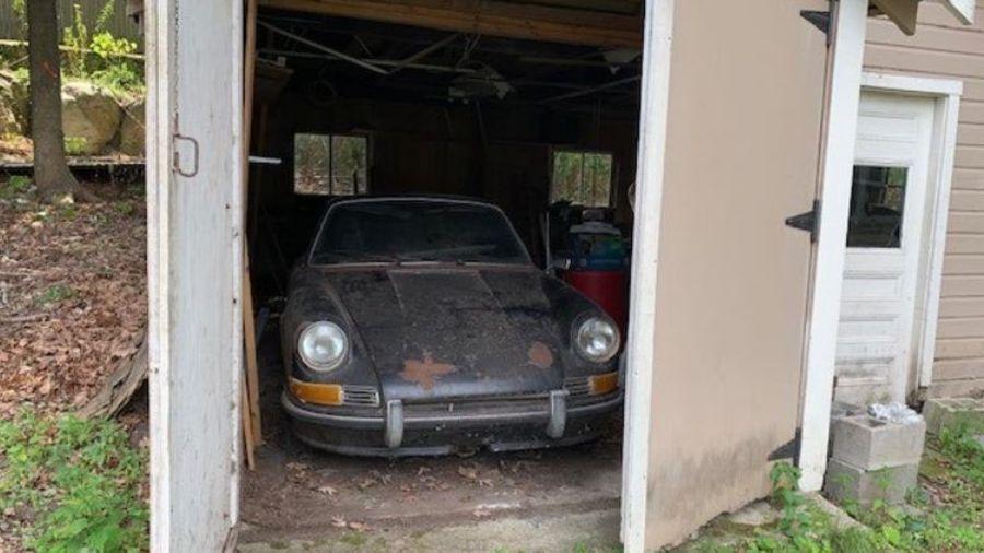 В старом сарае нашли забытый Porsche 911 с очень редкой опцией