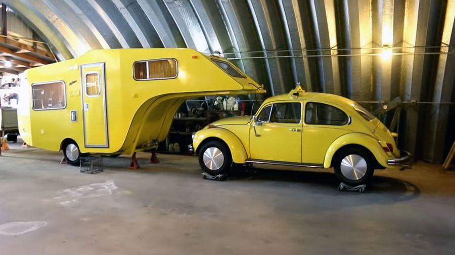 Кто-то нашел и восстановил VW Beetle с крутым кемпером, который вы все видели на видео