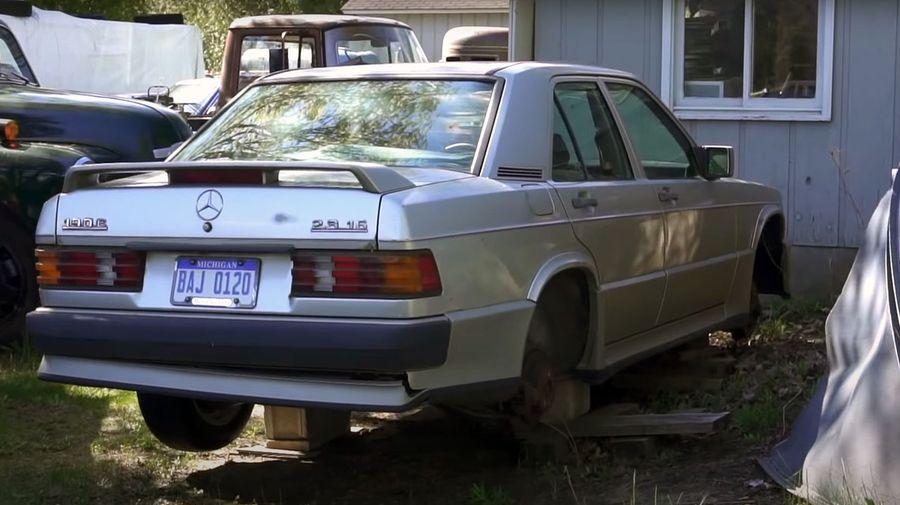 Механик Mercedes-Benz 49 лет собирал на заднем дворе дома старые «Мерседесы»