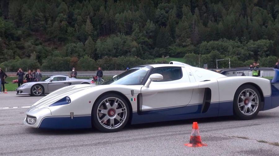 Ferrari F50, Maserati MC12, Porsche Carrera GT и другие сразились во время секретной встречи в Швейцарии