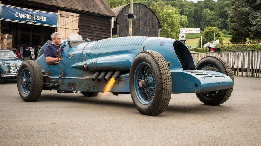 10 классических гоночных автомобилей с неприлично большими двигателями
