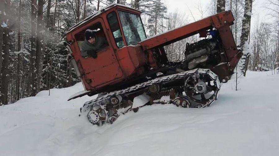 Посмотрите на что способен трактор ДТ-75 с японским 300-сильным V8 в огромных сугробах