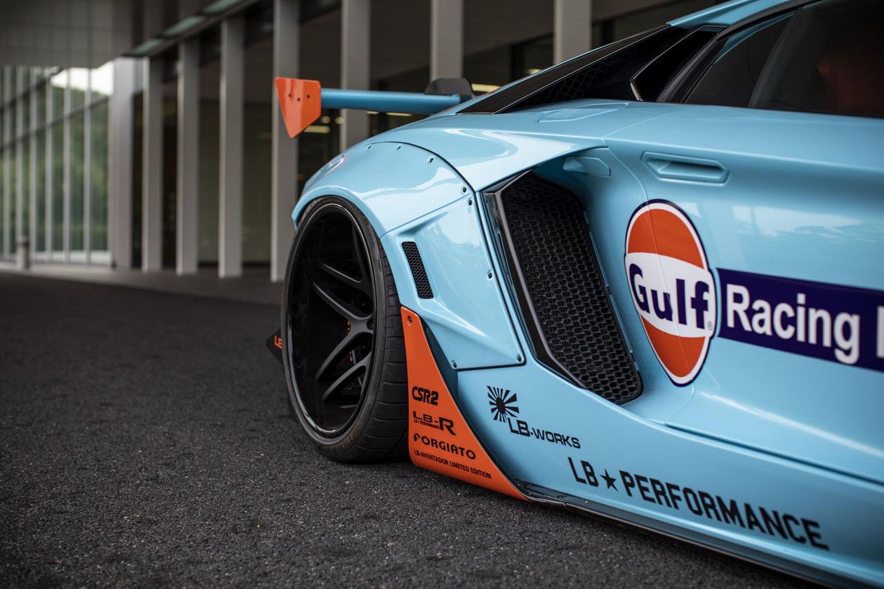 Lamborghini Aventador примерил гоночную раскраску и ...