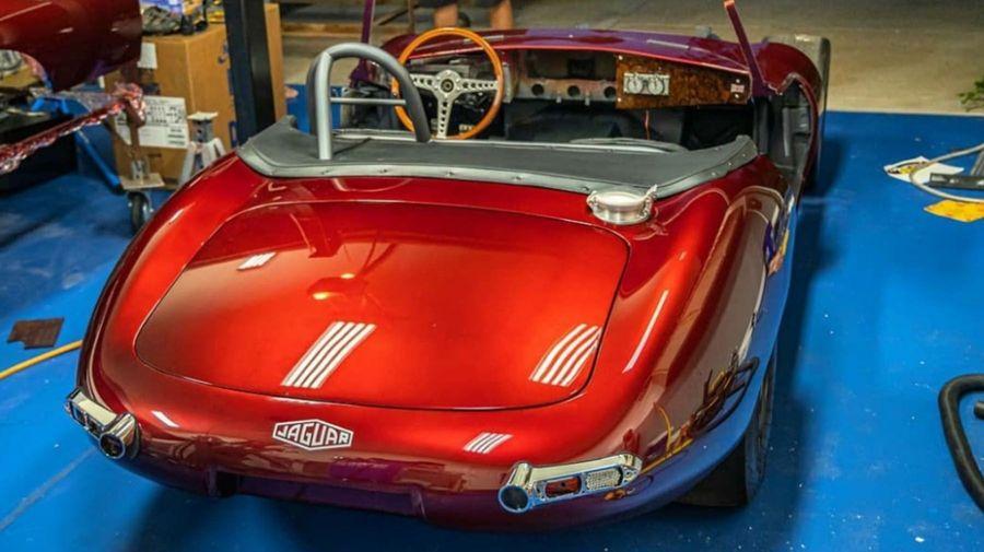 В классический Jaguar E-Type впихнули 1150-сильный V10 от Dodge Viper