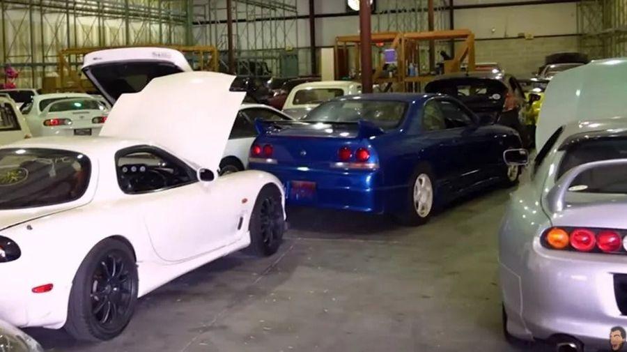 Этот склад во Флориде наполнен легендарными японскими автомобилями