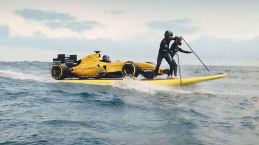 La Renault F1 RS16 s'offre une sortie en surf en Australie