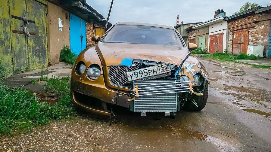 Видеоблогеры показали, как восстановить разбитый Bentley за 27 тысяч рублей