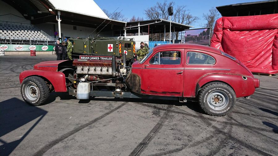 Посмотрите и послушайте, как звучит Volvo PV544 с 38,8-литровым двигателем