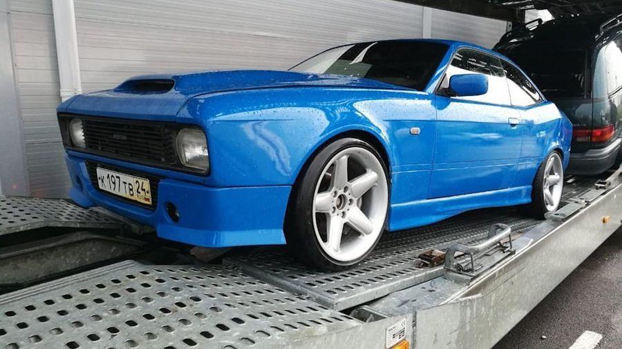 Парень превратил BMW 3-серии в Москвич-2140 в своём гараже