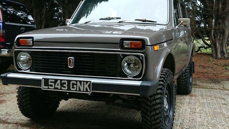 В Англии выставили на аукцион праворульную Lada Niva с мотором от Lancia