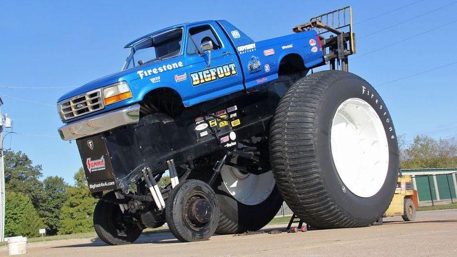 Шиномонтаж самого большого бигфута в мире — BigFoot 5