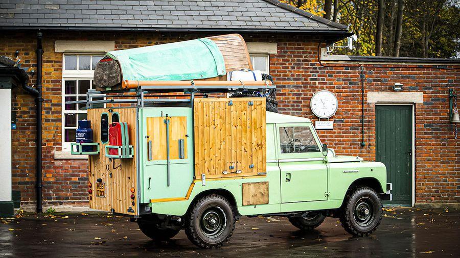 Кухню на колесах на базе Land Rover Defender из кулинарного телешоу выставили на продажу