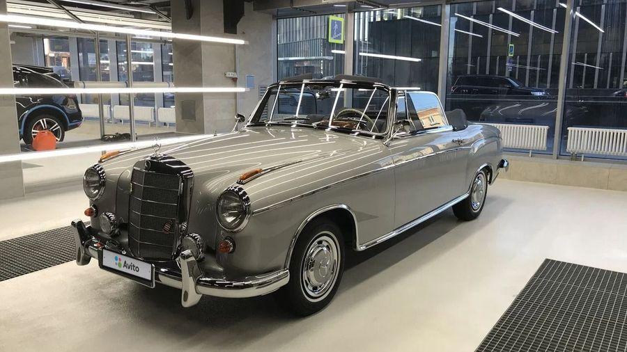 В Москве продают редкий классический Mercedes-Benz W128 за 14 миллионов рублей