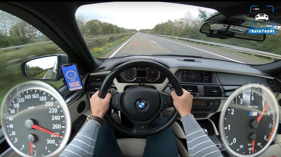 Посмотрите, как старенький BMW X5 M разгоняют до 280 км/ч на автобане