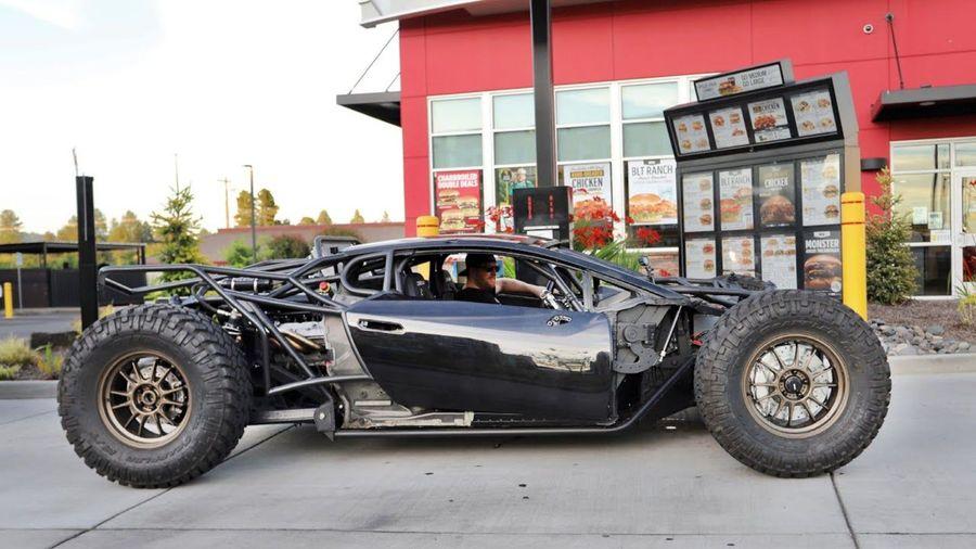 Дикий внедорожный Lamborghini Huracan впервые самостоятельно поехал